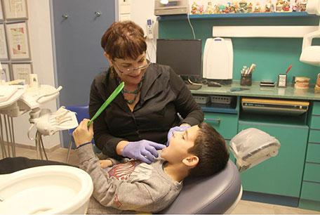 מומחה לרפואת שיניים לילדים בפתח תקווה