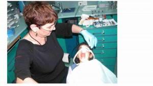 דר מלכה אשכנזי - מומחית בטיפול שיניים לילדים